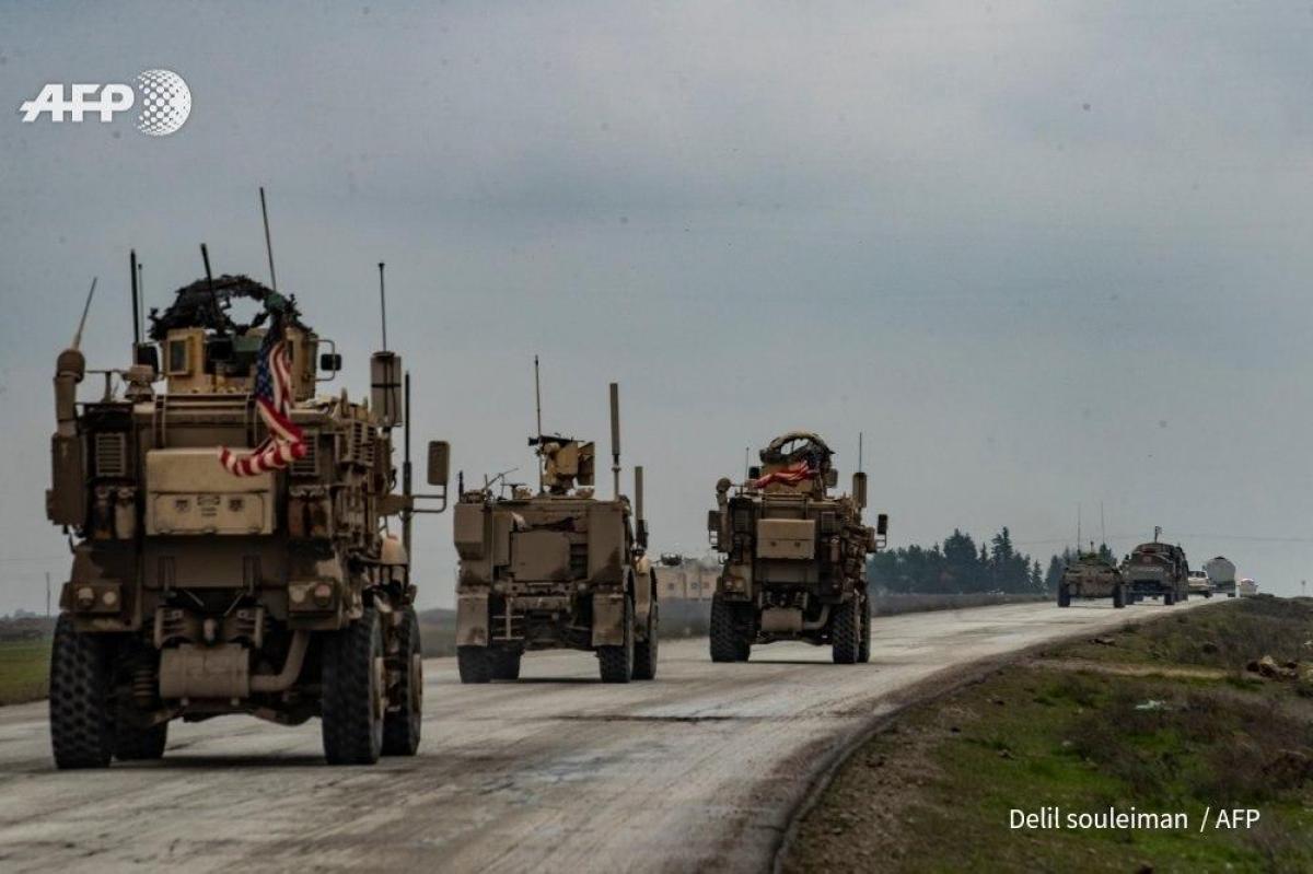 Между военными США и России новое столкновение в Сирии: российский конвой заблокировали прямо на дороге
