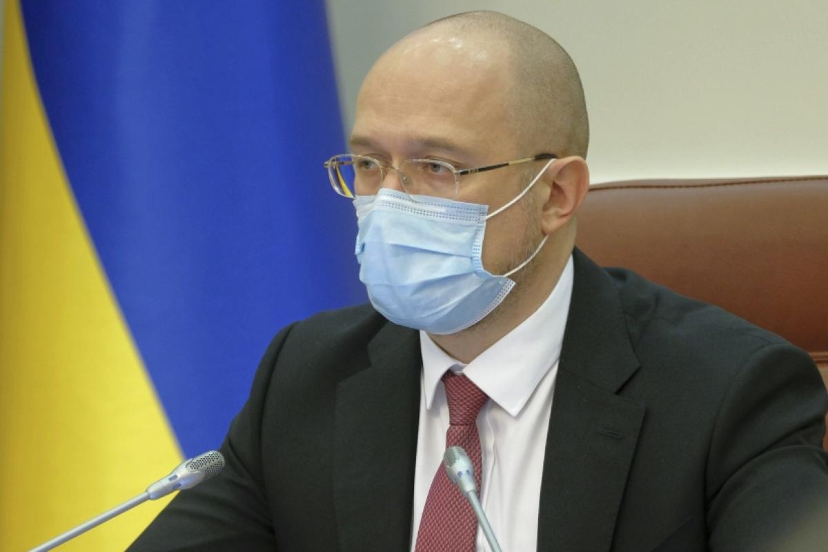 """В Украине вторая волна коронавируса, премьер Шмыгаль предупредил: """"Это не фейк, будем действовать жестче"""""""