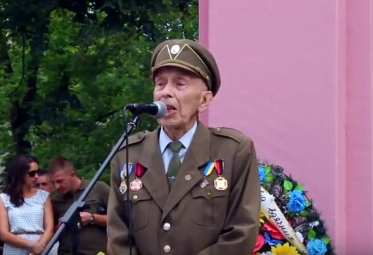 Жизнь пожилого украинского националиста оборвалась прямо во время речи в честь идеолога ОУН-УПА Романа Шухевича - кадры