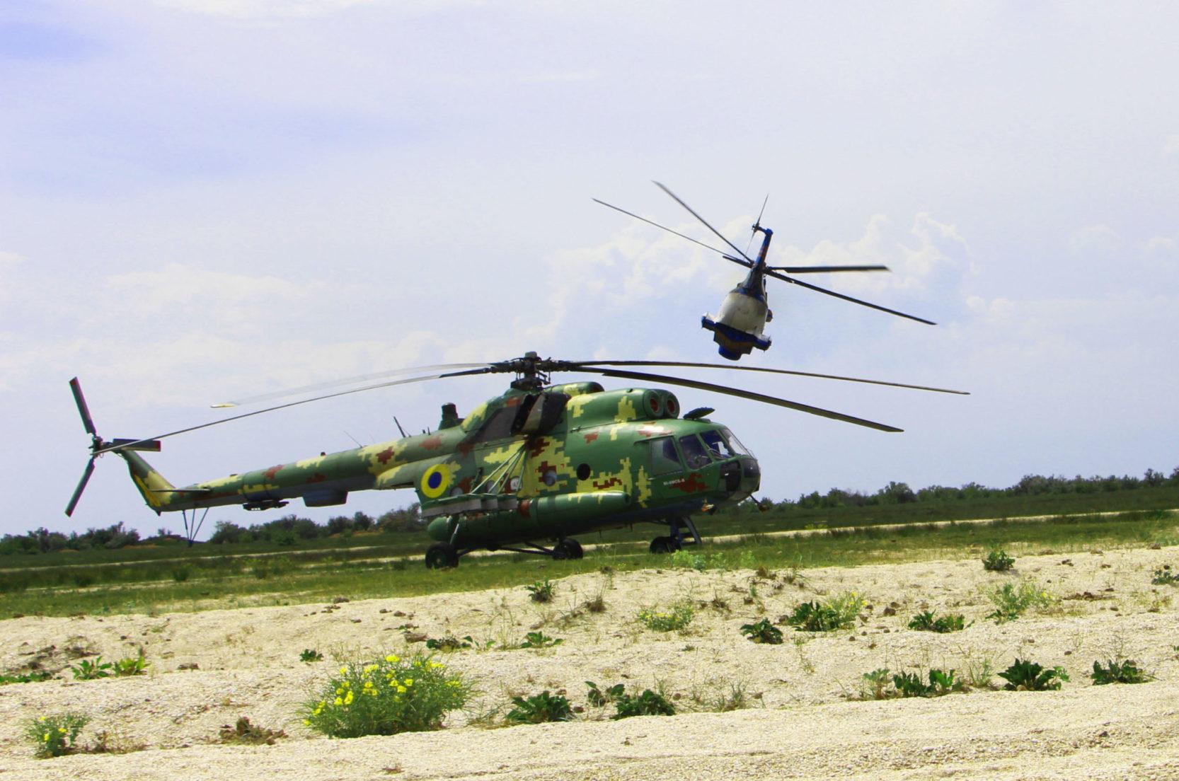 ВСУ провели крупные учения морской авиации: десант работал на вертолетах Ми-14, Ми-8 и самолете Ан-26