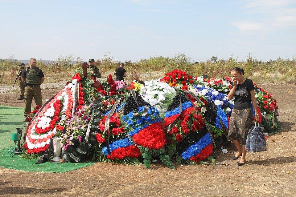 Могила Захарченко в Донецке поразила соцсети: новое фото удивило пользователей странной деталью