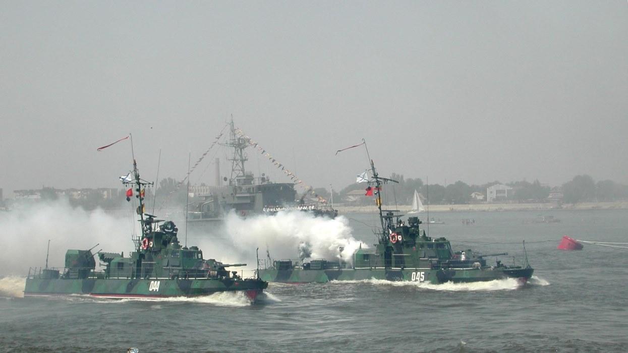 Россия готовится к крупной войне: эксперт рассказал, какие корабли уже стягиваются в Азовское море