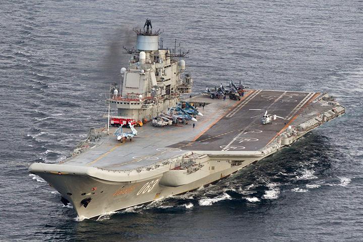 """""""Адмирал Кузнецов – это корабль позора"""", - министр обороны Великобритании Майкл Фэллон дал точное и меткое название для любимого авианосца Путина"""