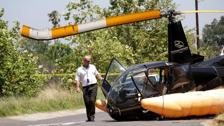 В Лос-Анджелесе посреди улицы рухнул вертолет: подробности и кадры с места ЧП