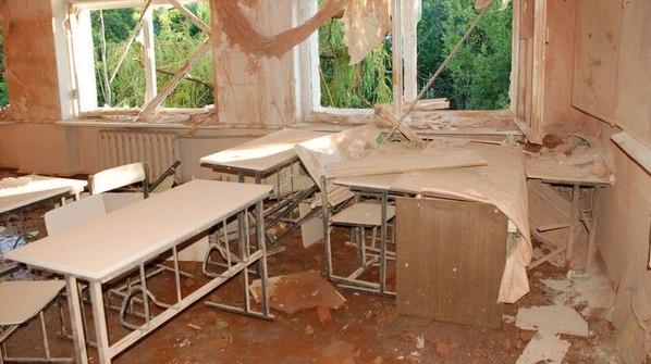Учебный год в Донбассе на грани срыва: повреждено уже 143 учебных заведения