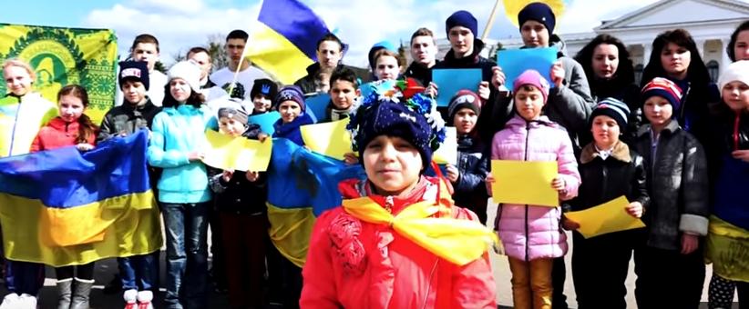 """""""Донбас - Украина"""": рэпер из Краматорска записал вместе с детьми душераздирающий клип о единстве Украины"""