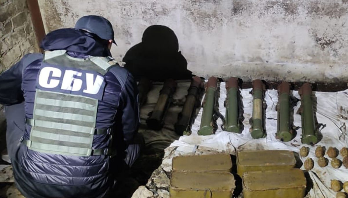 Эхо войны: СБУ ликвидировала на Донбассе схрон оружия и боеприпасов, оставленный Гиркиным