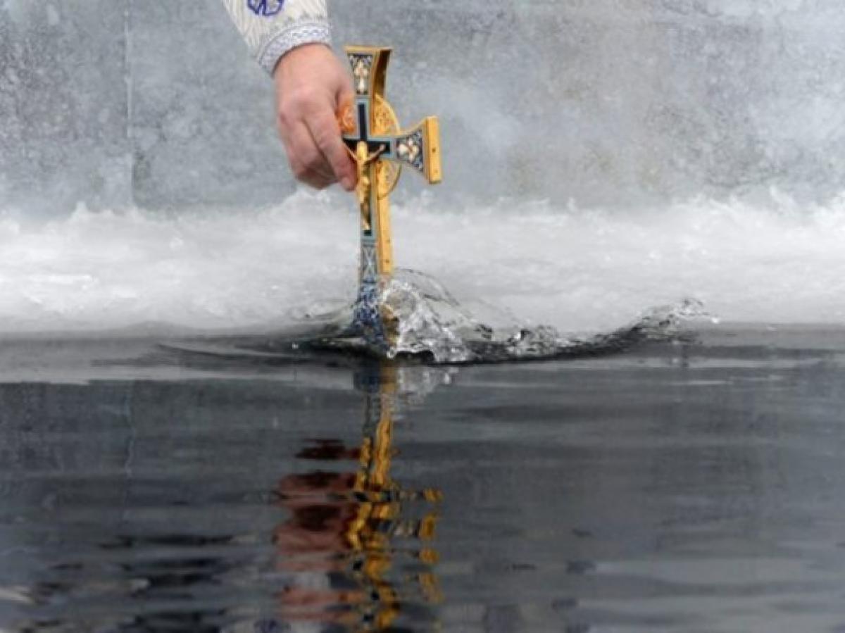 Крещение 19 января: как правильно святить воду и что нельзя делать в этот день
