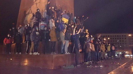 Конфликт по-нарастающей: в Харькове продолжаются массовые драки и беспорядки