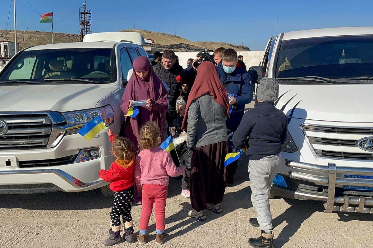 """Украина вытащила из лагеря """"Родж"""" в Сирии 9 граждан, включая 7 детей: детали секретной операции"""