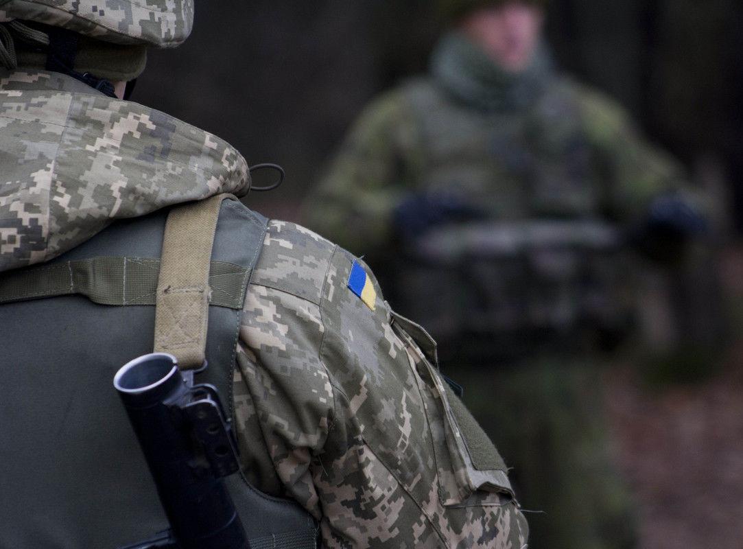 """Украина потеряла еще двух бойцов на Донбассе: """"Сбрасывают гранаты беспилотниками"""""""
