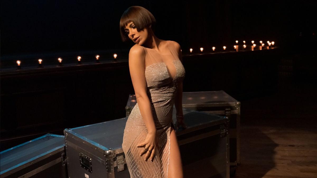 """""""Она прекрасна, вот это формы"""": Ани Лорак покрасовалась в открытом купальнике, очаровав своих поклонников"""