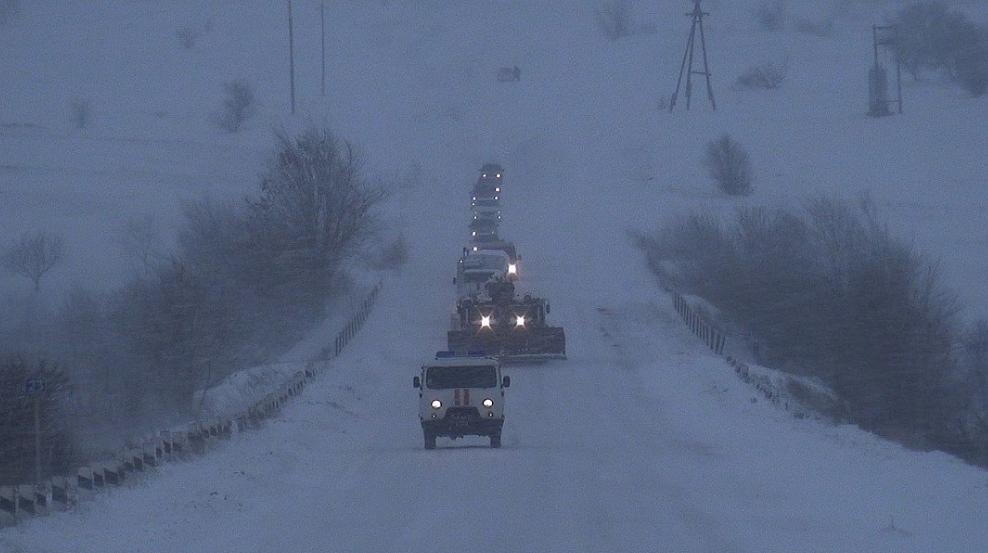 """""""Из-за огромных сугробов даже не видно машин"""", - оккупированный Донбасс захлестнул транспортный коллапс - фото"""