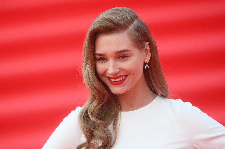 Обнимала и прижималась: Кристина Асмус отметила 33-летие с известным актером