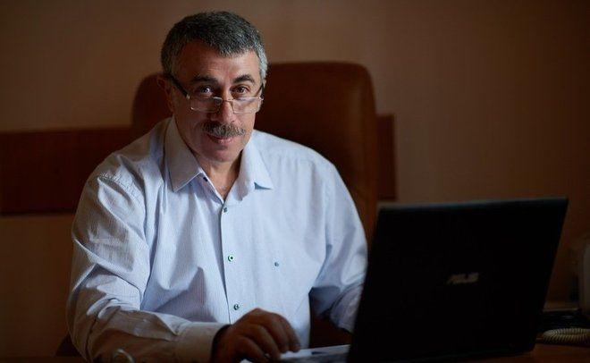 Комаровский высказался о вакцине Covishield, которой привился президент Зеленский