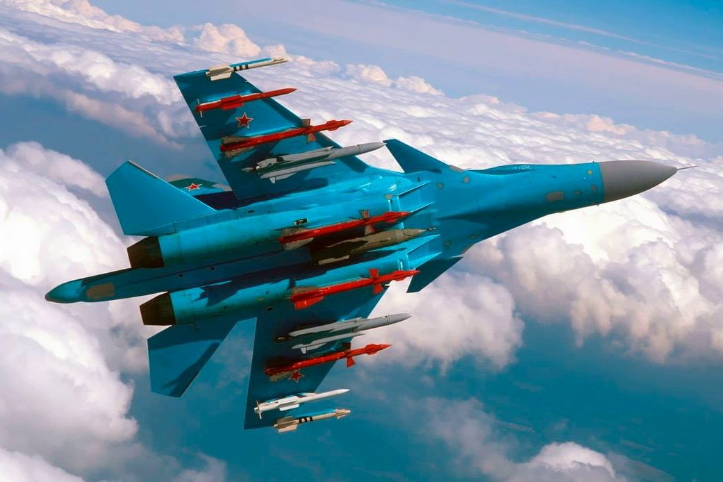 Су-34 армии РФ готовятся бомбить под Воронежем - россияне возобновили маневры у границ Украины