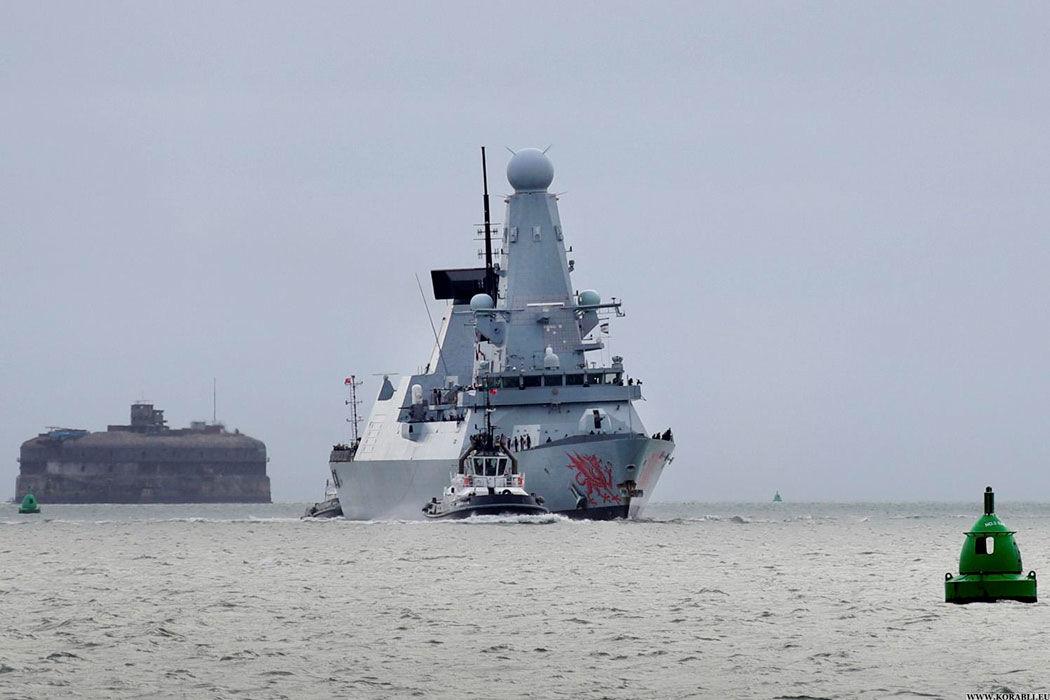 Британский эсминец Dragon появился под носом у России, используя средства РЭБ