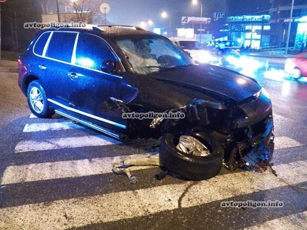 ДТП в Киеве: разбились Porsche Cayenne, два BMW и Mercedes