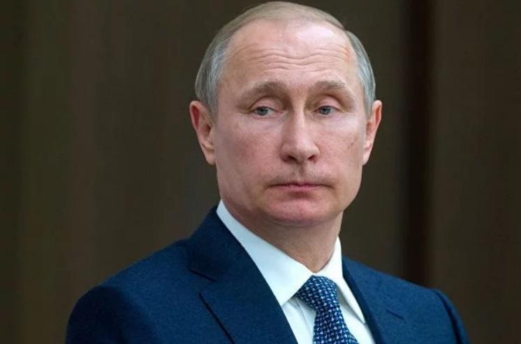 """""""Дышит ртом, пустой взгляд"""", - детская фотография тринадцатилетнего Путина """"взорвала"""" соцсети"""
