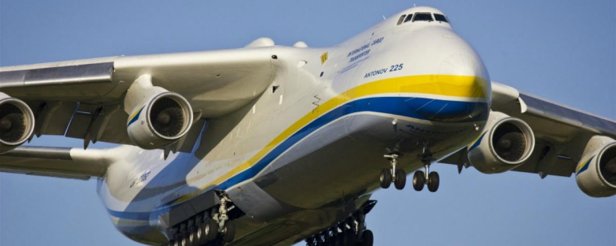 """В Украину из Китая прибыл рекордный объем гуманитарной помощи: """"Мрию"""" встречал лично Зеленский"""