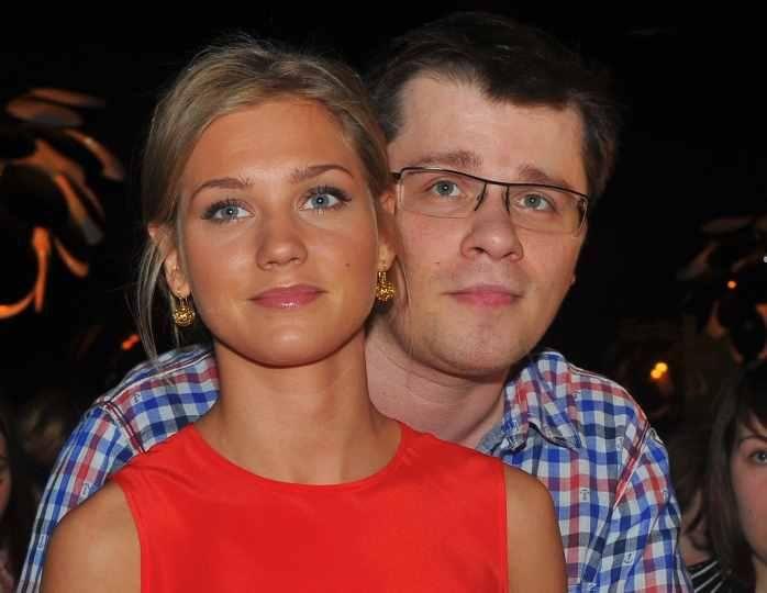 Фото дочери Харламова и Асмус вызвало споры: в Сети не могут решить, на кого похожа семилетняя Анастасия