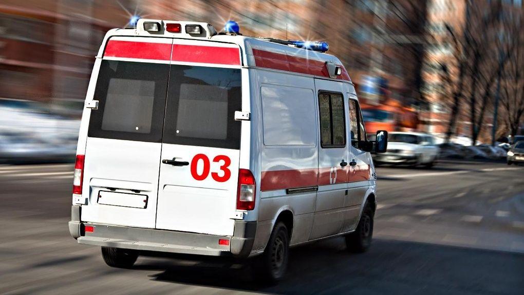 Житель Днепра выбросился из окна и упал на стоявшую внизу женщину