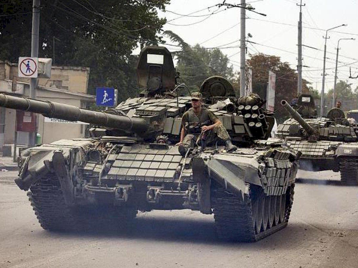 В Донецке замечена колонна российских танков: Басурин заявил, что боевики готовят на 24 июня