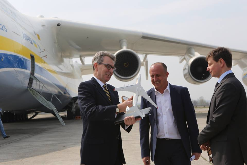 """Представители Конгресса в восторге от ГП """"Антонов"""" - США и Украина могут начать совместную работу над модернизированным самолетом Ан-77"""