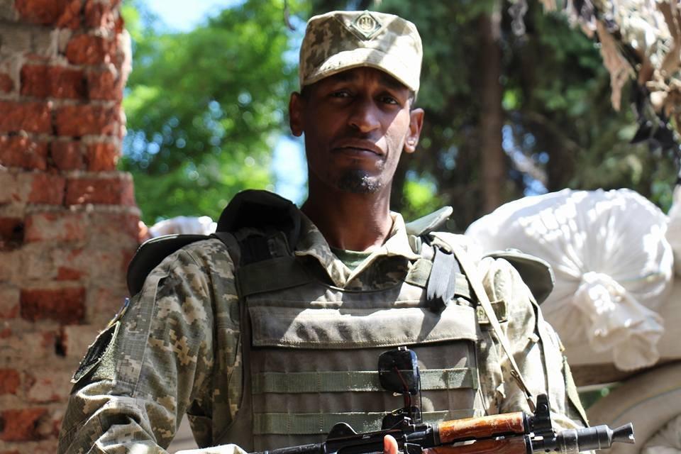 """Воюющий за Украину африканец Ахмед: """"Не могу сидеть молча, пока на Донбассе война"""""""
