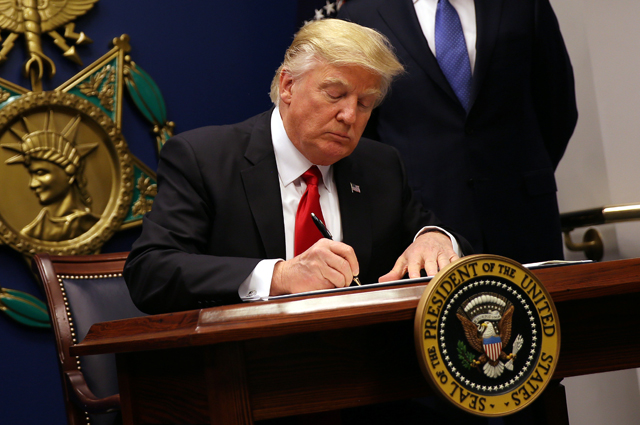 Миграционная политика Трампа в действии: с 29 июня в США будет запрещен въезд для граждан шести мусульманских стран