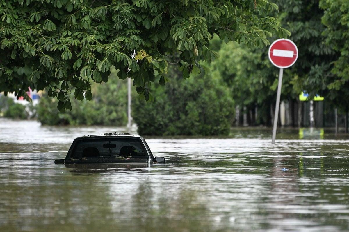 Потоки воды сносят людей: Дагестан ушел под воду из-за ливней, жители показали масштабы бедствия