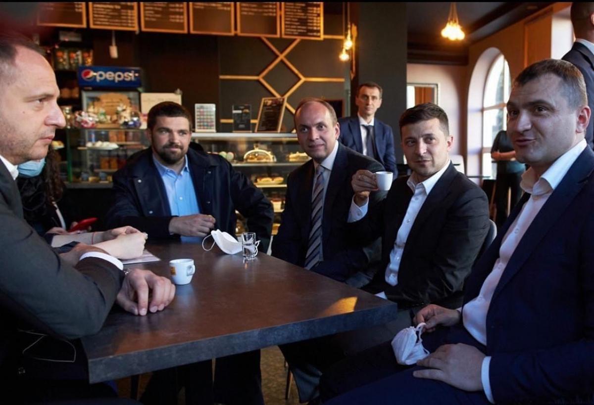 """Зеленский попал в новый скандал - украинцы требуют """"расплаты"""": """"Закон один для всех"""""""