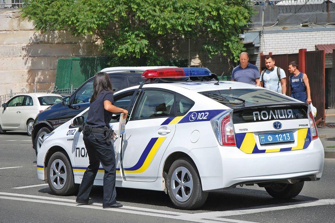 "Взял за капюшон и кинул в багажник: СМИ пишут о похищении ребенка в Одессе, объявлен план ""Перехват"""