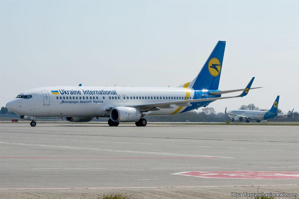 В самолете рейса Киев – Доминикана побили украинку – девушка с расцарапанным лицом просит помощи