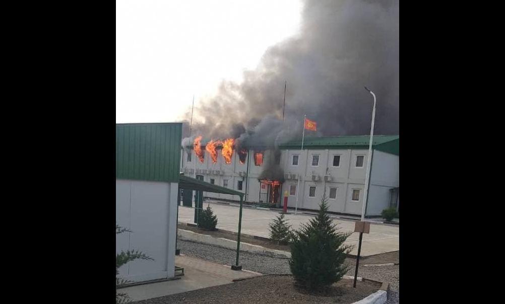 Кыргызстан захватил таджикскую погранзаставу и стягивает танки – Таджикистан открыл огонь из минометов