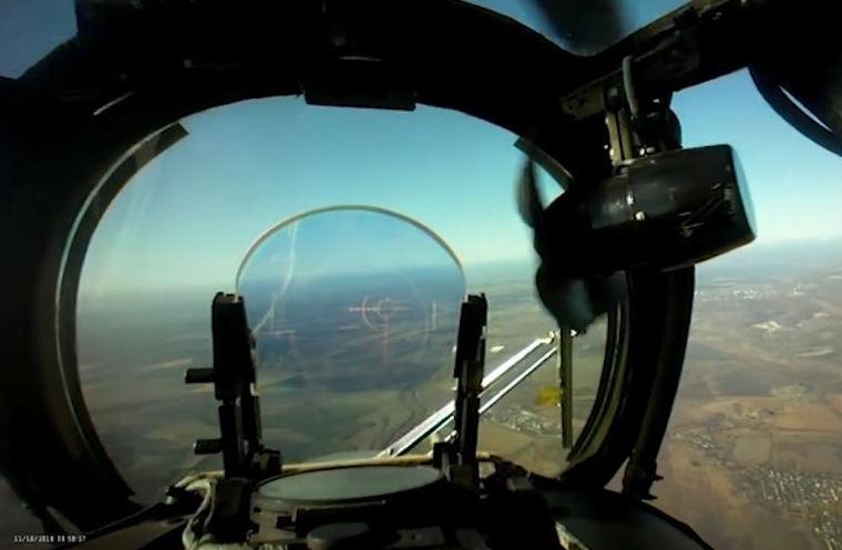 Кадры уничтожения дрона РФ с вертолета над Лисичанском появились в Сети: мастерство ВСУ поражает