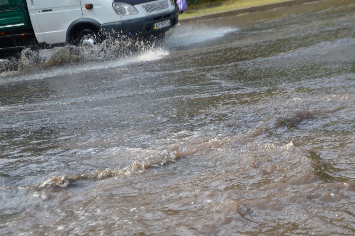 """""""Допросились воды"""", - на Крым обрушился мощный ливень, дороги Симферополя ушли под воду"""