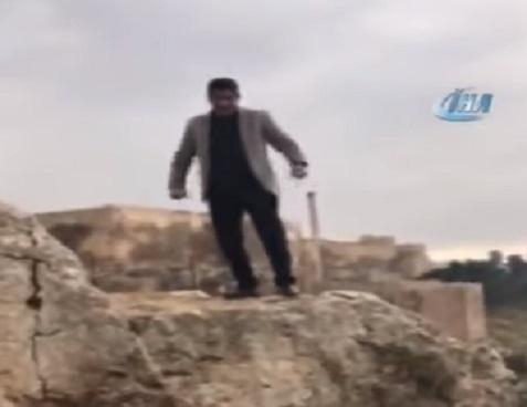 Отец в Турции, празднуя день рождения, ради шутки прыгнул со скалы и разбился насмерть