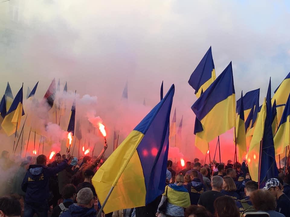 Киев, Крещатик, акция протеста, файеры, дымовые шашки, формула Штайнмайера, лозунги, вече