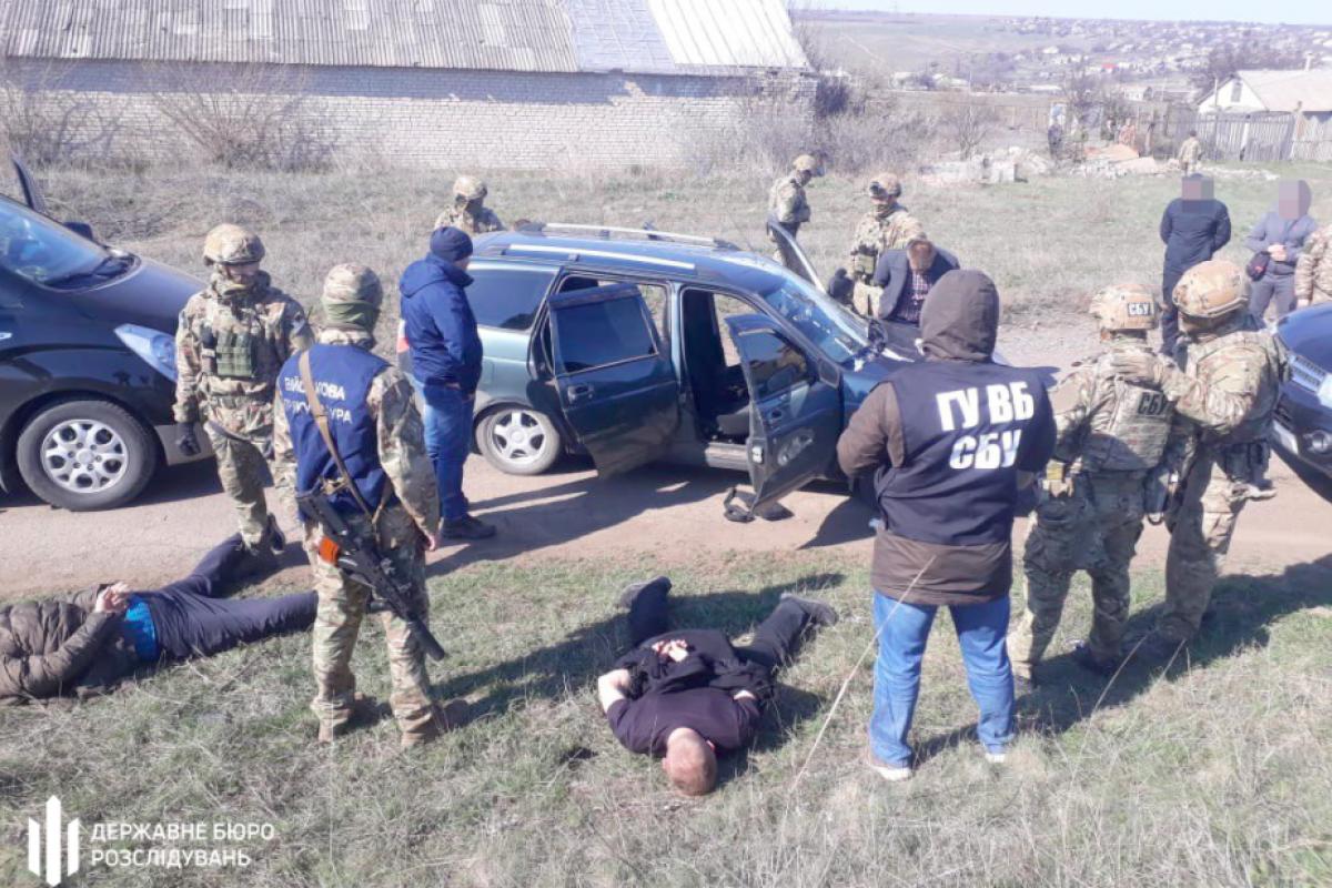 """Полковника СБУ поймали с 6 млн руб. """"в кармане"""" на линии фронта - в ГБР рассказали детали"""