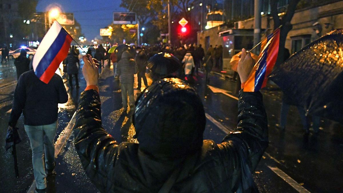 Протест в Ереване: оппозиция строит палаточный городок и выдвинула ультиматум