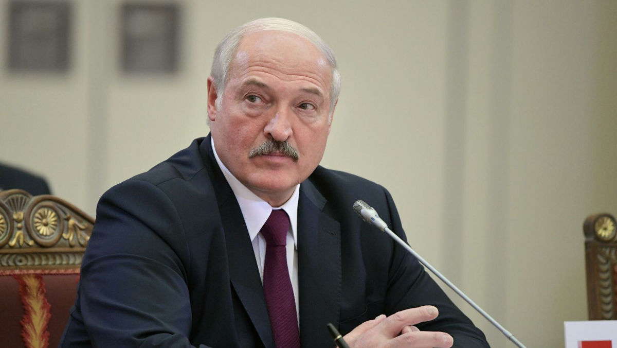 """""""Военное положение, если нужно"""", - Лукашенко пригрозил """"мерзавцам по ту сторону границы"""""""