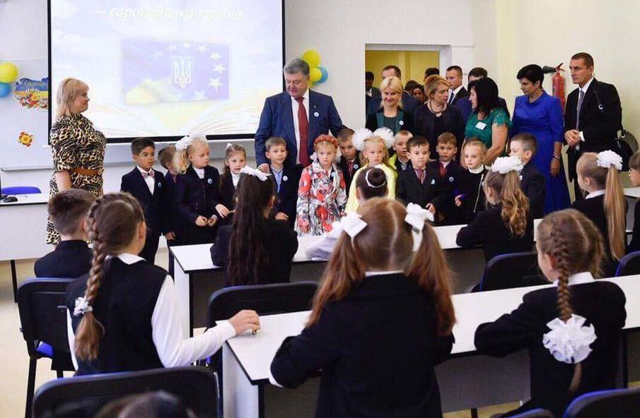 """""""Ни от одной другой реформы будущее страны не зависит так, как от образовательной"""", - Порошенко подписал закон, который привел в бешенство Кремль"""