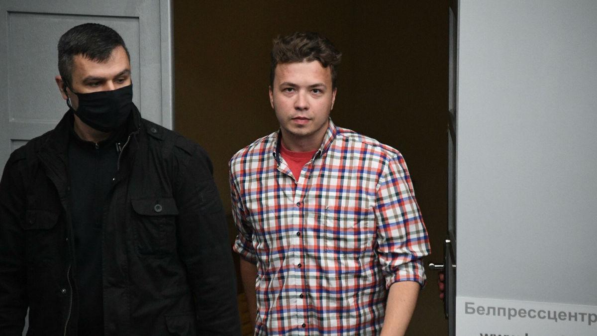 """Протасевич заявил, что его родителей """"держат в заложниках"""": """"Их используют"""""""