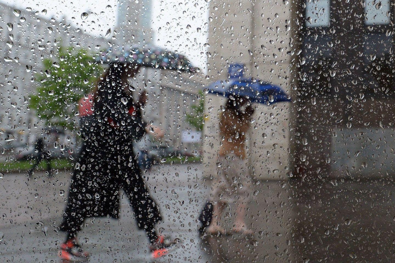 """Циклон продолжает """"портить"""" лето в Украине: синоптик предупредила о ливнях на выходных"""
