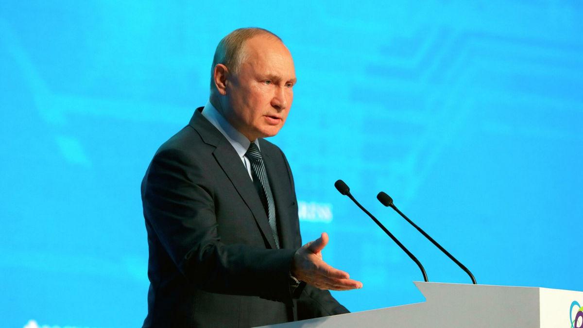 """Путин обвинил Украину в """"краже"""" российского газа"""