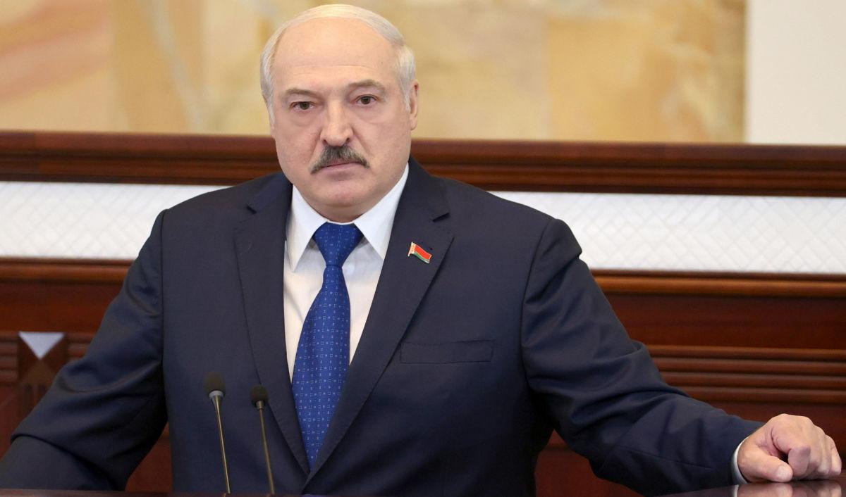 """Лукашенко обрушился на Украину из-за отказа пускать самолеты: """"Гадко поступила"""""""