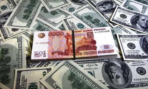 """Рубль резко обесценился на фоне ожидающихся """"адских"""" санкций - в Москве готовятся к худшему"""