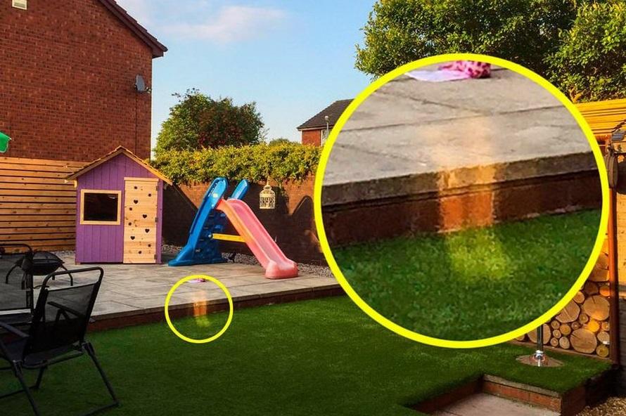 Британка была в ужасе, когда в собственном саду на День рождения дочки увидела призрак ее погибшей сестры-близнеца - кадры