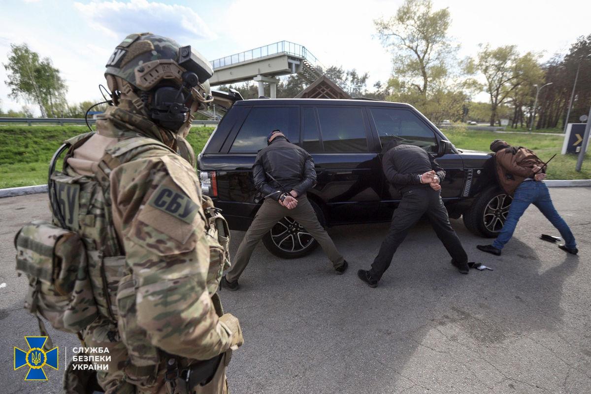 """""""Лежать, руки на землю"""", – СБУ показала, как спецназ за секунды ликвидировал крупную банду рэкетиров"""